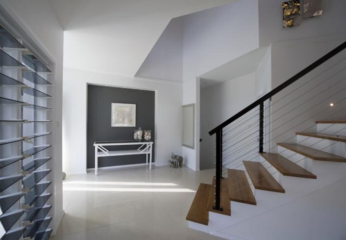 home deisgn entrance wooden staircase